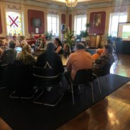 Les 70 candidats assistent au visionnage leur participation au «Septante et un» avec le Bourgmestre